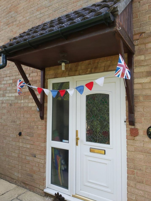 Gill's knitted bunting